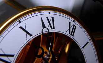 Ist es Zeit dem Markt den Rücken zu kehren? (Bild: Kirchentür, Quelle: pixabay.com)