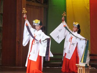 神楽舞「浦安の舞」
