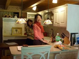 友達と楽しくキッチンタイム