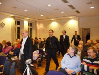 Kurt Schilde, Oliver Hirsch, Norbert Frei und Tim Schanetzky auf dem Weg zum Podium