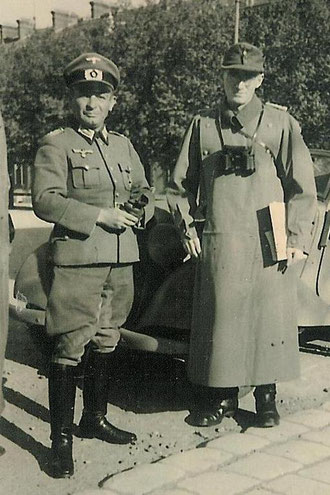 Major W. Vonalt (on the right) and his Adjutant Alban Plaum Oct.1944 around Belfort as Commander of Gren. Rgt. 1212 (Photo courtesy Christophe Gregoire)