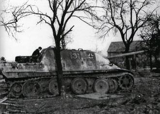 Unteroffizier Karl-Heinz Danisch Jagdpanther No 131 of Schwere Panzerjäger-Abt. 654 in March 1945 (Photo Schmitt/Ohnenheim)