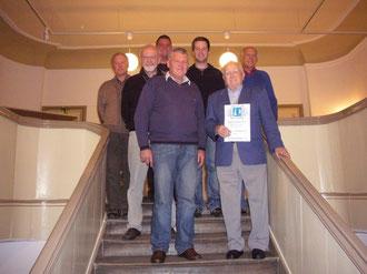 Die neue Vorstandschaft mit Ehrenmitglied Georg Hentschel.