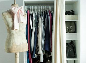 Durch eine Kleiderschrankanalyse bekommen Sie wieder Überblick über Ihre Kleidungsstücke, können aussortieren, was nicht mehr paßt oder richtig sitzt und können Kombinationen und Outfits wieder schneller finden.