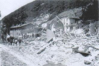La Buisserate, après le passage des bombardiers. La boulangerie, la mercerie et la ferme Gaude ont été détruites. Dans cette attaque, M. Gaude a perdu sa femme et deux de ses enfants. Un autre avait été grièvement blessé.