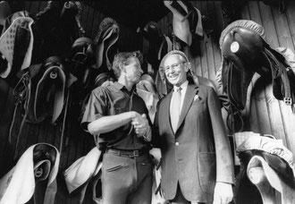 Olympia Sieger Dr. Josef Neckermann und Armin Kins-Bereiter im ehem.StallNeckermann