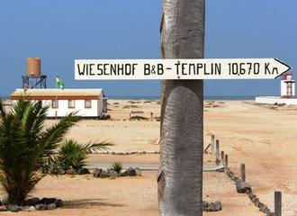 """,,Wegweiser"""" an der namibischen Küste"""