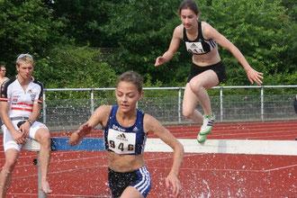 Alicia Südholt (946) löste als Zweite im 1500-m-Hinderslauf der U18 bereits ihr zweites DM-Ticket