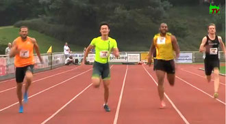 200m Männer: Der Grieche Likourgos Tsakonas (links) siegt in schnellen 20,60 Sekunden vor dem Chinesen Peimeng Zhang (Mitte - 20,72 sec) und dem gebürtigen Ghanaer Tim Abeyie (Zweiter von rechts - 20,97 sec), der jetzt für den SV Saar 05 SB startet.