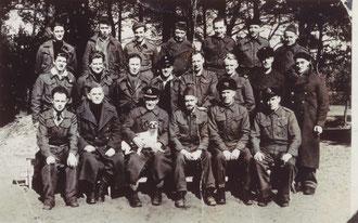 "Harry Callan (2. Reihe, links) im ""Marlag/Milag Nord"" Westertimke, 1941. Foto: Privatbesitz"