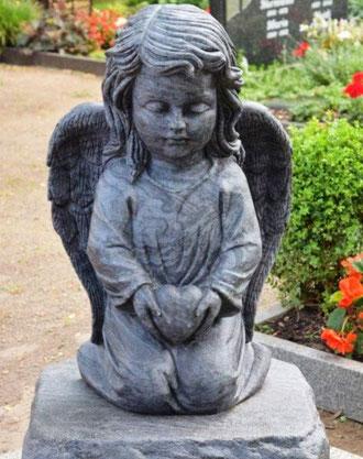 Bestattungshaus Focke Engel aus Naturstein Steinmetz und Bildhauerarbeit auch für Ueckermünde Friedhof