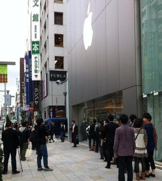 Apple Store 銀座 開店10分前の行列