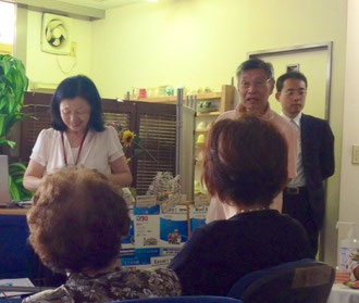 ☆向かって左の女性は武石先生。真中山根。右隣は㈱ウオンツ・ジャパン向川事務局長さん。
