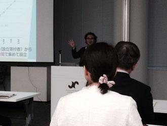 ☆写真の背中が見える背広の男性は三浦 淳川崎市 副市長さん。白い服の女性が準備会代表の広岡 希美氏(NPO法人ぐらすかわさき)