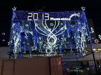 ☆写真は忘年会には無関係です。吉祥寺駅北口のイルミネーション。去年は確か武蔵野の七福神。