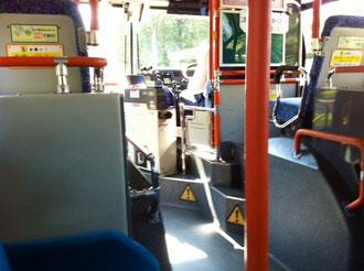 ☆写真はその光景を見たバスです。座席から運転席を見たところ。