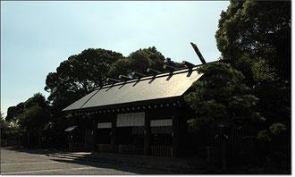 唄に歌われた「野毛山の鐘~」は、現在の伊勢山皇体神宮。