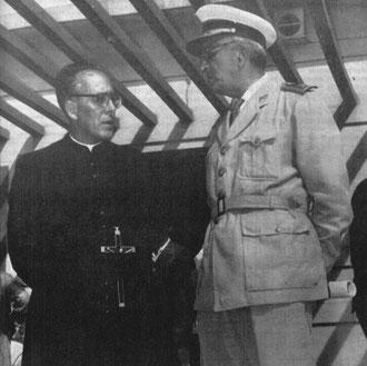 El Padre Ángel junto al General Artalejo. Foto: Semanario AOE