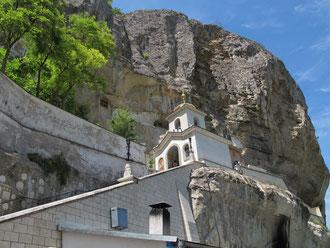 Вход в Успенский храм