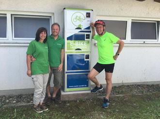 e-motion e-Bike Welt St. Wendel und Bürgermeister Peter Klär bei der Eröffnung der ersten e-Bike Ladestation in St. Wendel
