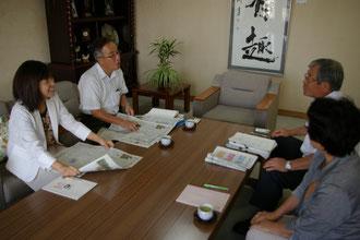 右から市谷県議、岩永書記長、有田専務、田中市議