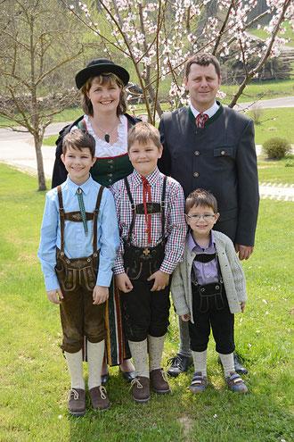 Martin und Silvia mit den 3 Jungs