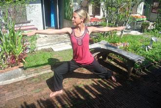 therapeutisches Yoga: Asanas werden ganz exakt ausgeführt.