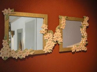 Spiegel mit Schnitzerei