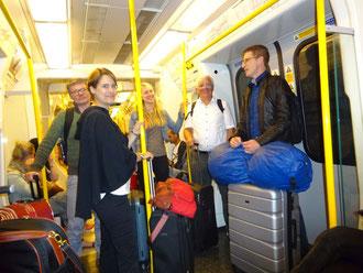 Voll Vorfreude auf das YMCA-Treffen in der Londoner U-Bahn: Gerhard Wiebe (von links), Dorothee Pfrommer, Annika Völker, Karl-Heinz Stengel und Hansjörg Kopp.