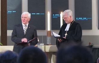Präses Karl-Heinz Stengel (links) und Prof. Dr. Heinrich Bedford-Strohm
