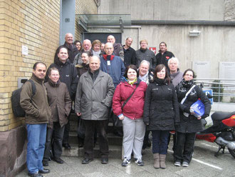Die Sozialsportler vor der Justizvollzugsanstalt in Wolfenbüttel