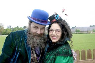 Glücklich und exzentrisch: Alan Moore mit Melinda Gebbie am Tag ihrer Hochzeit. (Bild Jose Villarrubia)