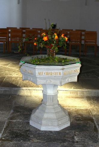 Taufstein der Kirche in Tamins