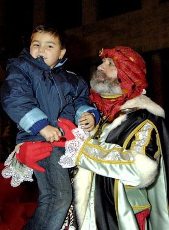 El Heraldo Real le anuncia a los Reyes Magos la entrada en la ciudad.