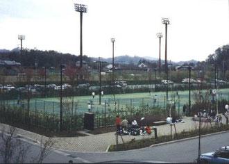 テニスコート(HPより拝借)