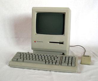 Der Macintosh (Foto:  Alexander Schaelss, Lizenz: CC-BY-SA-3.0-migrated)