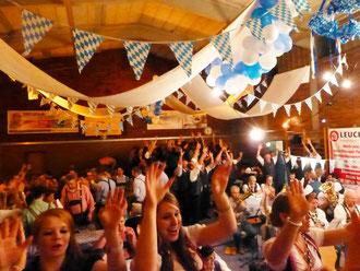 """""""Und die Party geht ab"""". Für ausgelassene Stimmung auf dem Oktoberfest des MV """"Frohsinn"""" Rottweil-Altstadt sorgten die Bruchhausener Musikanten und hier gibts auch die Bilder dazu..."""