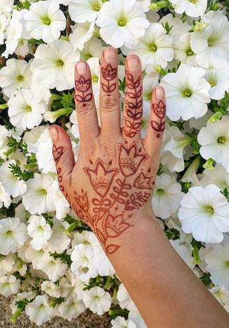 Folk art motif used in mehndi design by travelling henna artist Red Hand Henna