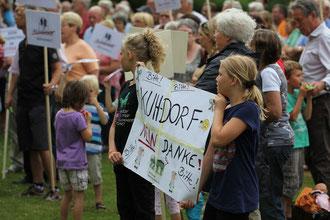 Kundgebung vor dem Rasteder Rathaus mit über 400 Teilnehmern! Text und Fotos: Silke Lorenz