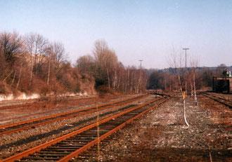 Standpunkt ist zwischen Gleis 1 (links) und Gleis 21 (rechts)