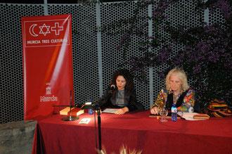 Junto al presentador de los conferenciantes: Soren Peñalver