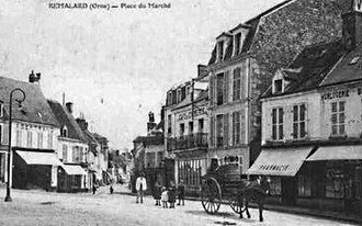 Place du marché à Rémalard