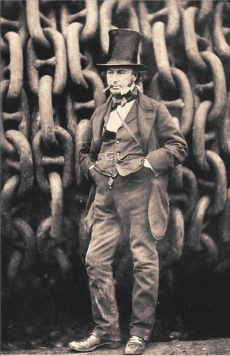 """Isambard Kingdom Brunel, der Konstrukteur der """"Great Eastern"""", des größten Dampfschiffs aller Zeiten vor der Ankerkette des Schiffes."""