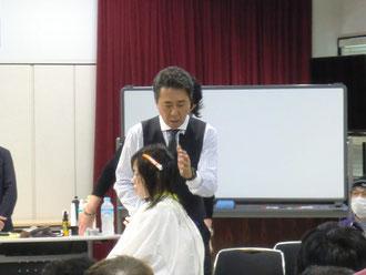 鹿児島県理容組合講習が、本田誠一全理連名誉講師を招いて開催された。(2017.11.13)