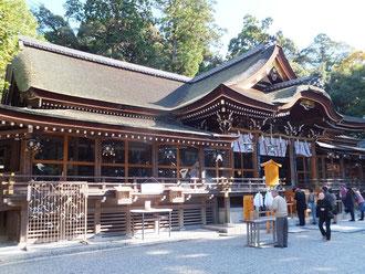大神神社 「拝殿」は4代将軍徳川家綱の寄進により寛文4年(1664年)に造営したものとされている。「拝殿」、「三つ鳥居」とも、国の重要文化財に指定されている。