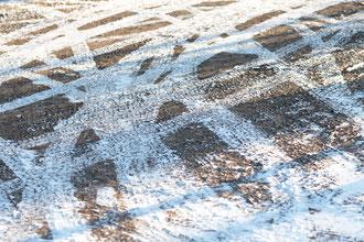 Fahrspuren im Schnee