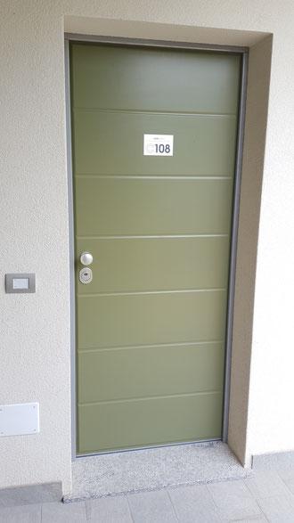 porta d'ingresso in legno a gravedona