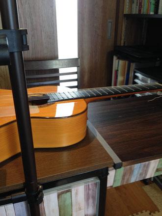 ギターにピックアップを:書斎を整理して作業スペースを確保