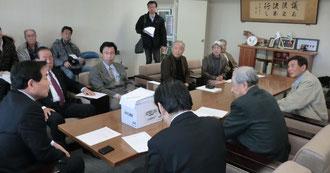 請願書を池田議長に提出