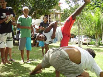 Übungsstunde im brasilianischen Tanzkampf Capoeira © Stefanie Langkamp